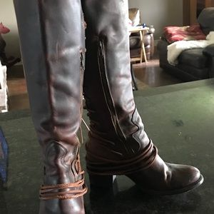 Freebird Coal Boots in cognac